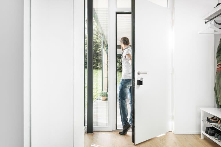 Elektronisches Türschloss sperrt automatisch zu