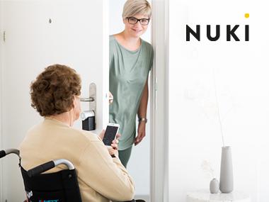 Zuverlässige Unterstützung bei der Pflege zu Hause mit elektronischen Türschlössern
